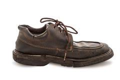 Vieilles chaussures - la vie toujours par paires de chaussures en cuir brunes vieilles et de dir Photos stock