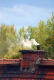 Vieilles cheminée et fumée Photos libres de droits