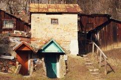 Vieilles constructions soviétiques d'une cave Photographie stock