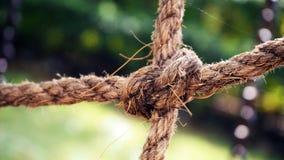 Vieilles cordes de bateau avec le noeud photos libres de droits