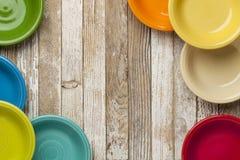Vieilles cuvettes en bois et de couleur Image stock