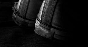 Vieilles espadrilles noires et blanches Image libre de droits