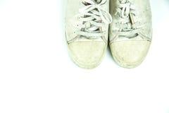Vieilles espadrilles sales sur le blanc Photo libre de droits