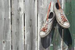 Vieilles espadrilles utilisées Image libre de droits