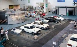Vieilles et nouvelles voitures de toyota montrées au musée commémoratif de Toyota de l'industrie et de la technologie photos libres de droits