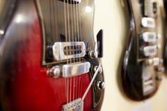 Vieilles excellentes électro et basses guitares Images libres de droits