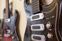 Vieilles excellentes électro et basses guitares Image stock