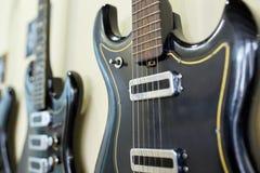 Vieilles excellentes électro et basses guitares Photographie stock