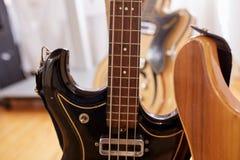 Vieilles excellentes électro et basses guitares Image libre de droits