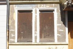 Vieilles fenêtres barricadées Images libres de droits