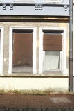 Vieilles fenêtres barricadées Photographie stock