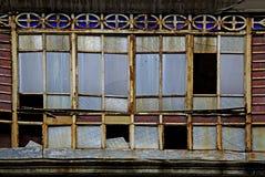 Vieilles fenêtres cassées Photographie stock libre de droits