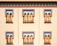 Vieilles fenêtres dans le style Arabe à Cordoue Espagne - CCB d'architecture Images stock