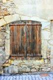 Vieilles fenêtres dans les Frances image stock