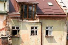 Vieilles fenêtres de décoration architecturale, style de vintage, un élément protecteur des fenêtres, détail intéressant Photographie stock
