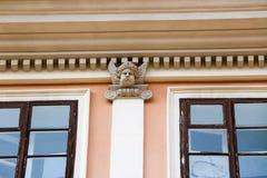 Vieilles fenêtres de décoration architecturale, style de vintage, un élément protecteur des fenêtres, détail intéressant Photographie stock libre de droits