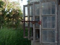 Vieilles fenêtres en bois Image libre de droits
