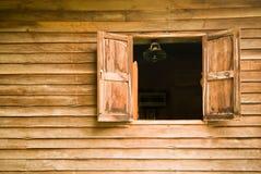 Vieilles fenêtres en bois Images libres de droits