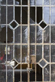 Vieilles fenêtres en fer Photographie stock