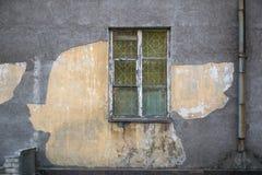 Vieilles fenêtres endommagées, fenêtres grunges, texture Images stock