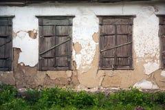 Vieilles fenêtres endommagées, fenêtres grunges, texture Photographie stock libre de droits