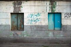 Vieilles fenêtres endommagées, fenêtres grunges, texture Image libre de droits