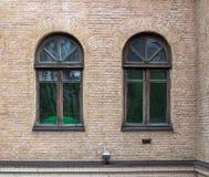 Vieilles fenêtres, fenêtres grunges, texture de brique Image stock