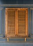 Vieilles fenêtres en bois Photographie stock