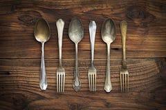 Vieilles fourchettes et cuillères Image stock