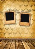 Vieilles glissières aliénées sur le mur Photographie stock