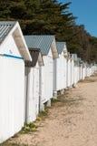 Vieilles huttes blanches de plage Photos libres de droits