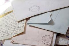 Vieilles lettres d'amour avec des enveloppes Images stock