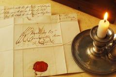 Vieilles lettres et bougie, écriture élégante photographie stock libre de droits