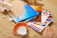 Vieilles lettres et cartes postales des vacances d'été Photographie stock