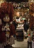 Vieilles lumières de Noël de nuit de détail de ville Image libre de droits