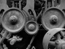 Vieilles machines avec des trains images libres de droits