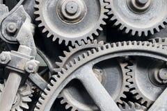 Vieilles machines : roues dentées de vitesse et en métal Photos stock