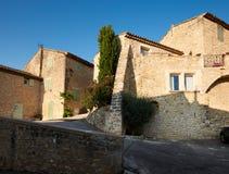 Vieilles maisons dans le village Grambois de la Provence Photographie stock libre de droits