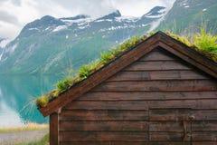 Vieilles maisons en bois scandinaves traditionnelles Photographie stock libre de droits