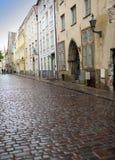 Vieilles maisons sur de vieilles rues de ville tallinn l'Estonie Photographie stock