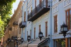 Vieilles maisons sur l'avenue de Rustaveli. Tbilisi. La Géorgie. Image libre de droits