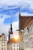 Vieilles maisons sur les vieilles rues de ville tallinn l'Estonie Photo stock