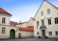 Vieilles maisons sur les vieilles rues de ville tallinn l'Estonie Images stock