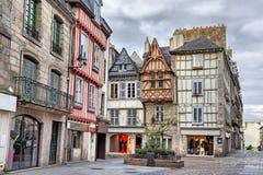 Vieilles maisons traditionnelles dans la partie historique de Quimper Photos stock
