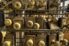 Vieilles molettes de trappe en métal de matériel Photographie stock libre de droits