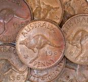 Vieilles pièces de monnaie australiennes de penny images stock