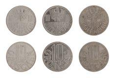 Vieilles pièces de monnaie autrichiennes d'isolement sur le blanc images stock