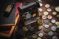 Vieilles pièces de monnaie et vieil objet Photos stock