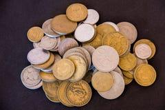 Vieilles pièces de monnaie réunies photo libre de droits