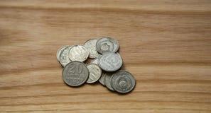 Vieilles pièces de monnaie soviétiques sur un fond en bois Photos libres de droits